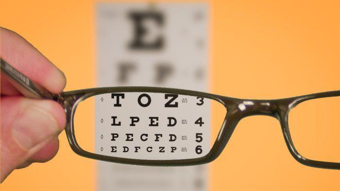 como se ve un ojo con miopia y astigmatismo
